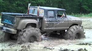 mudding trucks big green 4x4 mud bogging youtube