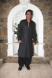 shah rukh khan celebrating eid at his residence mannat in mumbai 2