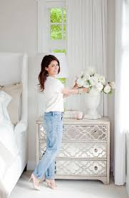Bedroom Mirror Furniture by Best 20 Mirrored Nightstand Ideas On Pinterest Mirror Furniture
