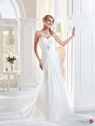 robe de mari e original robe de mariée avec une jupe en mousseline et le buste recouvert