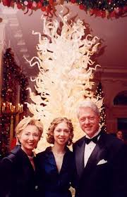 2000 designs and exhibits crystal tree of light for white house