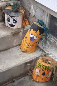 20 halloween decorations crafted from reclaimed wood amazing diy