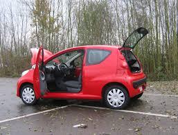 siege auto voiture 3 portes essai peugeot 107 trendy 1 0l 3 portes automania