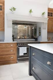 Mirror Backsplash Kitchen by Best 25 Mirror Splashback Ideas Only On Pinterest Kitchen