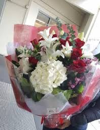 roses and lilies hong kong style roses and lilies bouquet exclusive