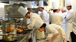 recherche emploi cuisine collective panique en cuisine 16 000 postes à pourvoir d urgence