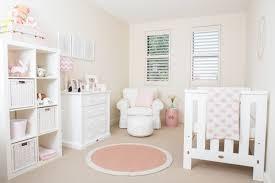 kinderzimmer deko m dchen babyzimmer deko für madchen weisse moebel rosa akzente textilien