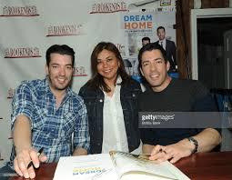 Property Brothers Cast Jonathan U0026 Drew Scott Sign Copies Of