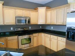 What Color Goes With Maple Cabinets by Kitchen Paint Colors With Oak Cabinets And Black Countertops