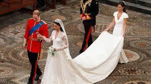 kate middleton wedding dress kate middleton s mcqueen wedding dress secrets revealed in vogue
