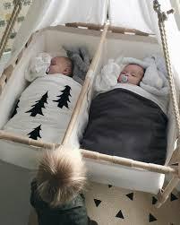 chambre de bébé jumeaux joli berceau bebe pour jumeaux commentaire bien choisir le design