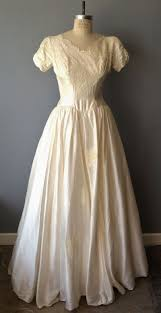wedding dress alterations cost average cost of wedding dress alterations topweddingservice
