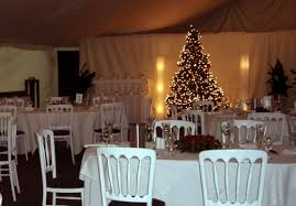 minimalist white christmas wedding decoration with straight wooden