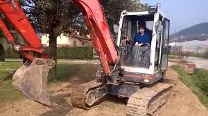 Ruspe Giocattolo A Pedali by Bambini Alla Guida Di Escavatore 2 Youtube