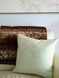Leopard Print Faux Fur Throw Faux Fur Throws Dans Le Lakehouse