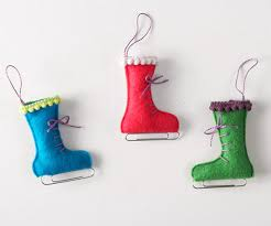 make a felt mitten and skate ornament