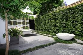 modern houses with courtyards for small space lestnic