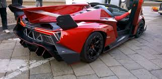 lamborghini veneno crash 3 3 million euro lamborghini veneno spyder has curb problems