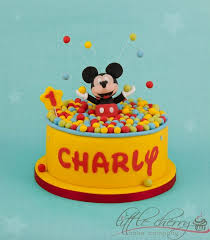 mickey mouse cake grin from ear to ear creative mickey mouse cakes designs