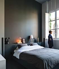 chambre avec lit noir comment incorporer la couleur grège idées en photos