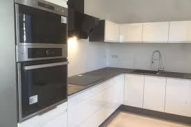 cuisine sans poignee réalisations cuisine blanche vernie au design épuré de cuisines avec