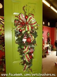 christmas swags for outdoor lights 53 best teardrop swags images on pinterest fall wreaths fall