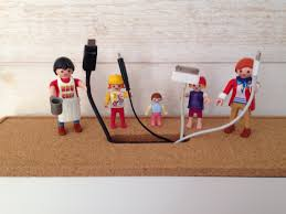 bureau playmobil ikea hack boîte de rangement de fil figures playmobils collées