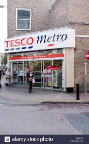 tesco doors u0026 ready to go shoppers armed with empty trolleys
