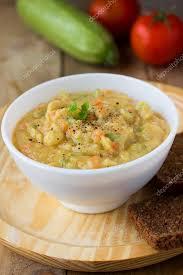cuisine traditionnelle russe une cuisine traditionnelle russe purée de pois jaunes ou bouillies