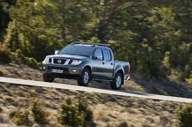 nissan pathfinder xe vs se 2011 nissan pathfinder and navara pickup facelifted in europe get