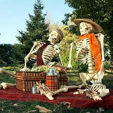 halloween garden decorations ideas with skeletons skulls and