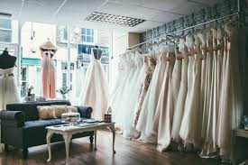 when to shop for a wedding dress things you need to when shopping for a wedding dress