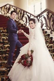 wedding dress bandung pernikahan tema natal di trans luxury hotel bandung the wedding