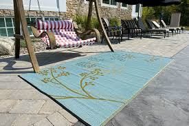Outdoor Throw Rugs by Outdoor Awesome Outdoor Area Rugs With Grey Tile Design And Brick