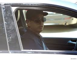 chesters flowers linkin park bandmate joe hahn arrives at chester bennington s home