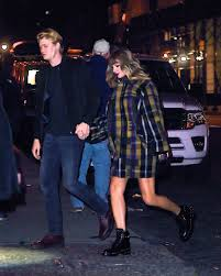the sweet home sheets taylor swift holds hands with joe alwyn while heading home from