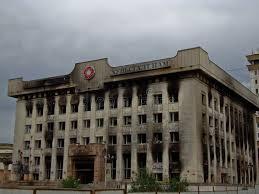 si e parti communiste les sièges sociaux de parti communiste ont brûlé après des émeutes