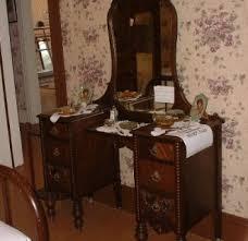 Antique Vanities For Bedrooms Antique Bedroom Makeup Vanity Luxurious Changing Vintage