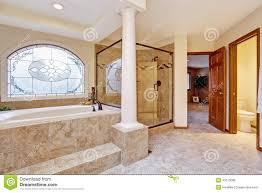 salle de bain luxe intérieur de luxe de salle de bains avec des colonnes photo stock