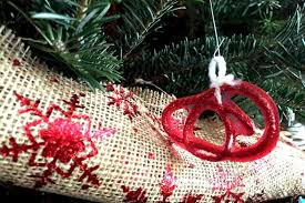 yarn and glue diy ornament craft for to make