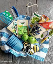 kitchen gift basket 10 tips a free printable kitchen gift
