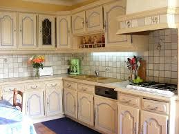 moderniser une cuisine en bois renovation cuisine rustique nouveau relooker cuisine rustique