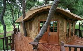 three house now that s a millionaire play pad the luxury tree houses