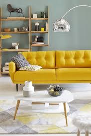 canap jaune déco du salon en couleur gris orange bleu violet