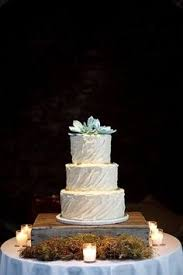 rustic presentation for wedding cake what a neat idea for all