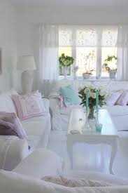 Chic Living Room by Best 25 Shabby Chic Couch Ideas On Pinterest Shabby Chic Sofa