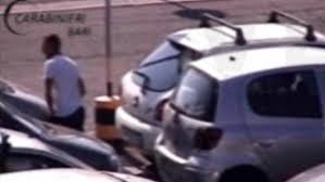 auchan si e auto furti nel parcheggio dell auchan bucavano gomme per rubare nelle