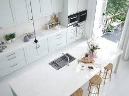 cuisine nordique cuisine nordique moderne de vue supérieure en appartement de grenier