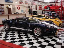 unique car garage with bar quecasita