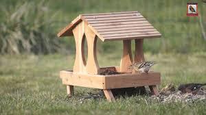 fabrication mangeoire oiseaux mangeoire pour oiseaux plateforme youtube